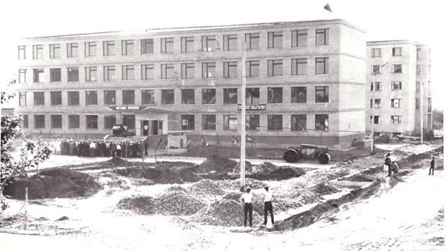 училище в 1985 році